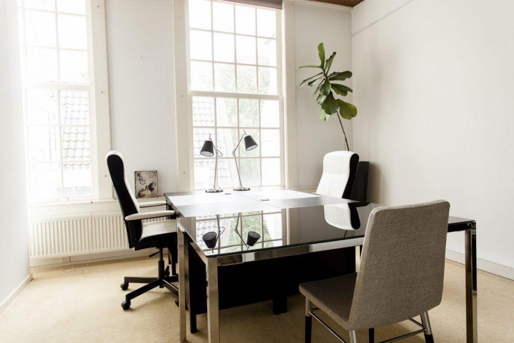 2 werkplekken van Amsterdam Offices