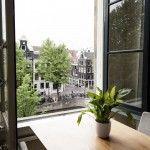 Uitzicht uit ons grachtenpand in Amsterdam