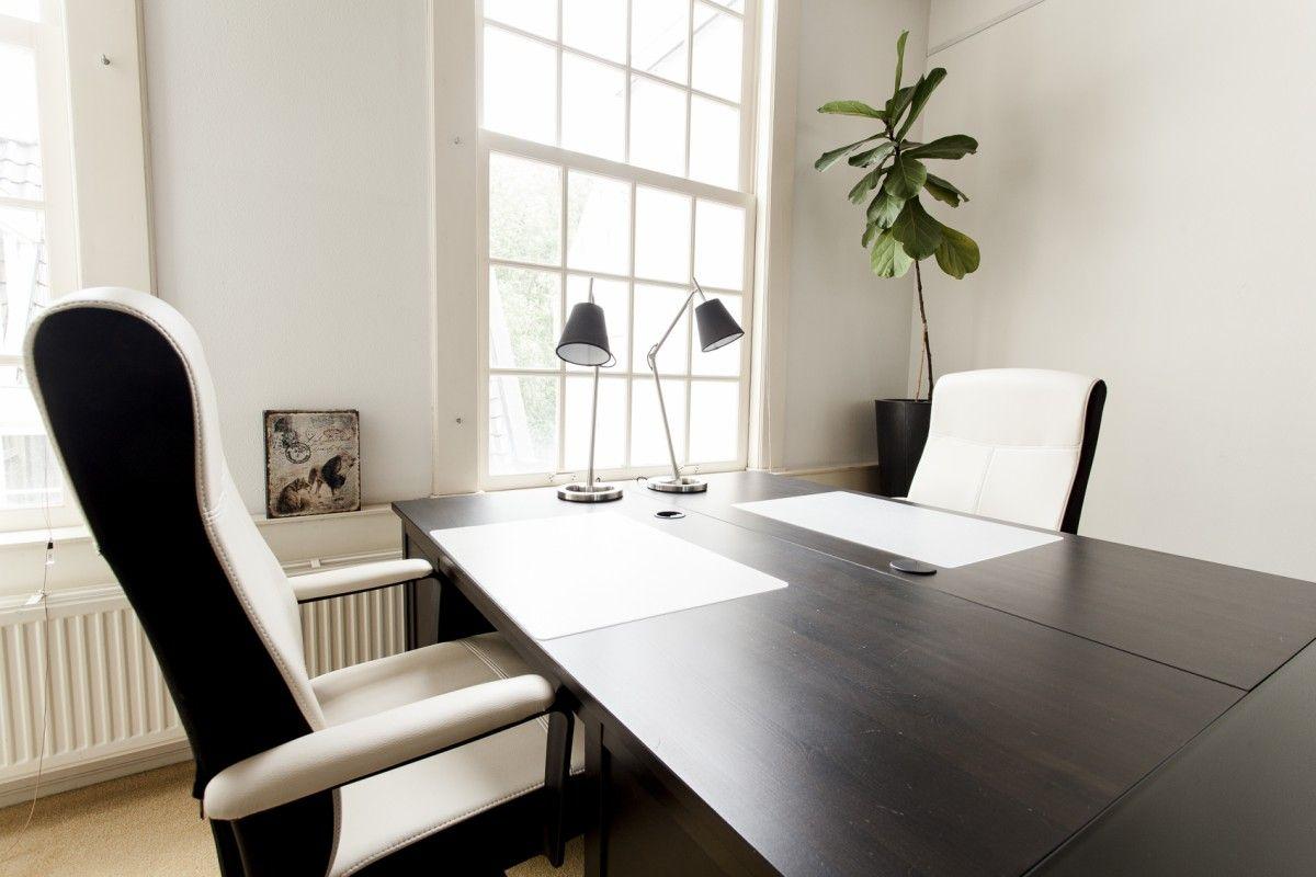 Twee werkplekken bij Amsterdam Offices